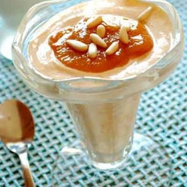 Mousse de Almendras con Salsa de Apricot