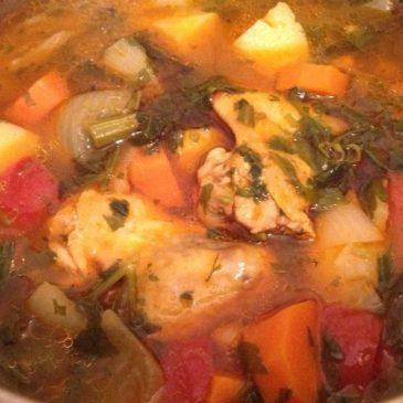 Sopa de alitas de pollo con verduras