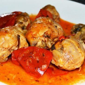Pollo Guisado con Pimentones Rojos