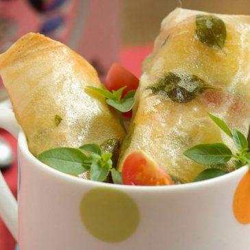 Rollos con tomate y queso mozzarella