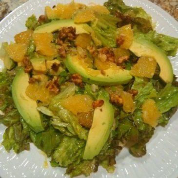 Ensalada verde con mandarinas y almendras azucaradas