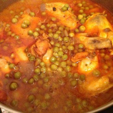 Sopa de pollo con petis pois (chícharos verdes)