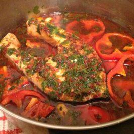 Salmon con salsa de pimiento