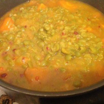 Potaje de guisantes secos con zanahorias