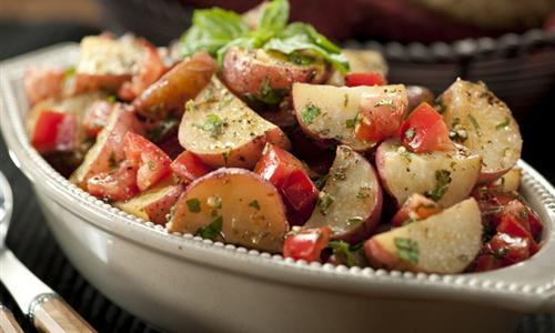Papas Horneadas con Tomates y Finas Hierbas